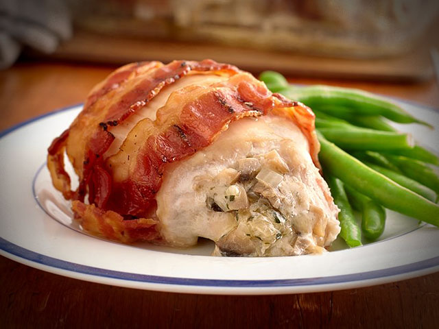 Stuffed-chicken-breasts-with-mushrooms-in-bacon